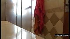Runder Arsch, Tante beim Duschen erwischt