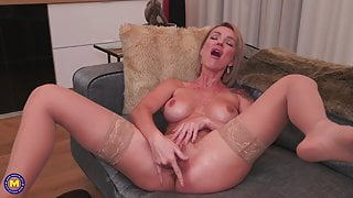 MILF with DSL fucks her ass and pussy