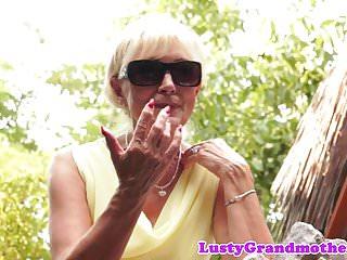 Pleasure of oral Trimmedpussy cougar orally pleasured
