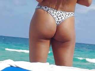 Ziya tong sex - I like this candid ass tong bikini at the playa