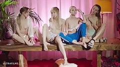 Ультрафильмы, красивые возбужденные девушки открывают для себя лесбийскую оргию