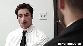 Pretty muscle jock fucks kinky bearded hunk in the office
