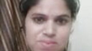 annu bhabhi showing her big boobs with face
