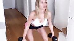 Diletta Leotta qui fait du sport de confinement la salope !!