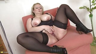 White booty mature mother with big boobs