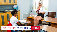 Naughty america - london river è disposta ad aiutare lo studente