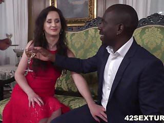 Hot girl double penetration - Hot euro girl enjoys interracial double penetration