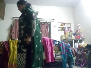 Bady oil porn Desi maa ki badi gand aur chuchi