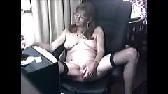Granny masturbating with toys on cam