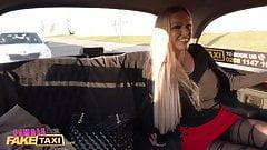 Female Fake Taxi, Amber Jayne und Atlanta Moreno, lesbisches Spiel