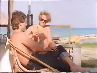 Mona wasu in bikini Mona und lisa - die sextollen schwestern - 1979 - teil 2