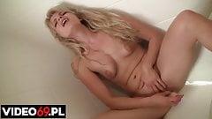 Namietna masturbacja w wannie