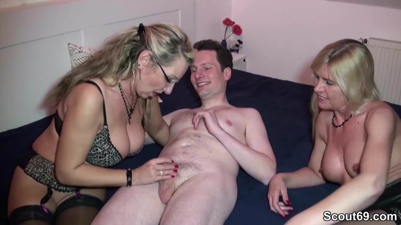 Deutscher Amateur Dreier mit Milf Mutter Bi Jenny