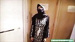 Jilbab hitam ngentot