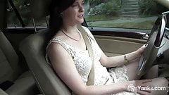 Yanks Babe Savannah Sly Masturbates In The Car