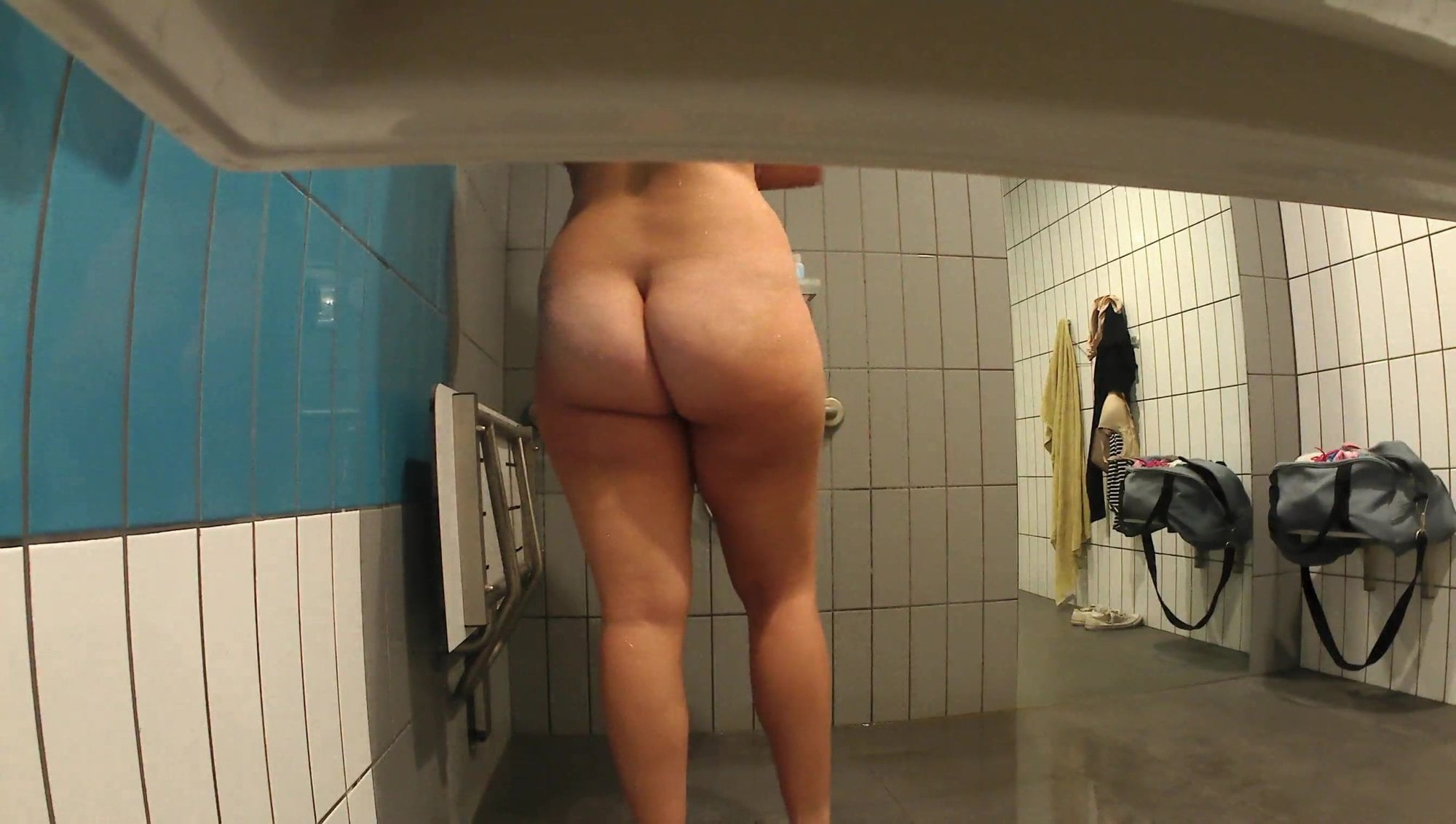 Aussie Browser Porn spying on thick aussie chick in shower