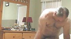 Азиатка Gina Jones трахается со старым белым мужчиной