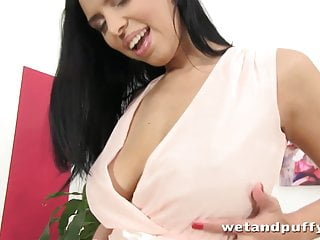 Wet pussy wide open video Big boobed brunette stretches her pussy wide open