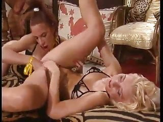 Extreme lesbian pussy - French classic extreme lesbian