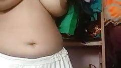 tamil ponnu saree remove
