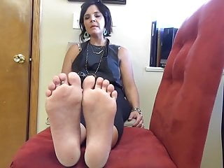 Milf feet movies - Cute milf feet