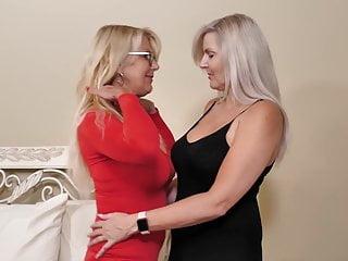 Perfect lesbian pussy eating - Perfect mature lesbian love