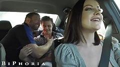 Biphoria - eine heiße Uber-Fahrerin schließt sich einem geilen schwulen Paar an