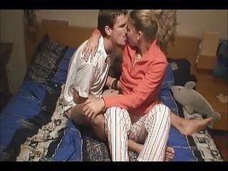 Porno teens grtis Two british teens make their first home porno