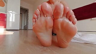 Perfect Feet. Chubby Pussy Solo