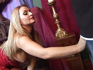 Speculum vulva - Aline enjoys the massive rod sliding down her vulva in pov