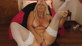 Horny milf like to cum.....