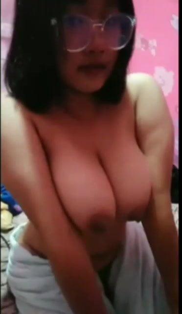 Thai live show big boob
