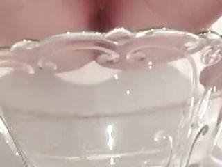 Pee feet Bbw pussy fills a bowl of pee and dips her feet afterwards
