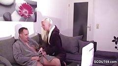 Schwester erwischt StiefBruder beim wixxen und hilf mit Fick