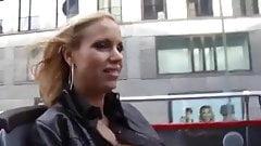 Annina Ucatis reitet mit Arsch nach Muschi Lecken
