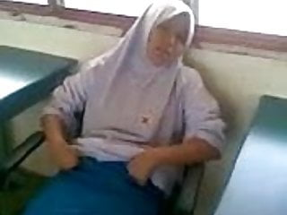Malay teen girls - Hijabi malay girl hard fucked by bf in classrooom