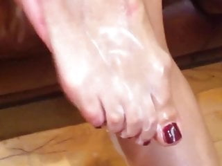 Running pain along bottom big toe - Running lotion between my toes
