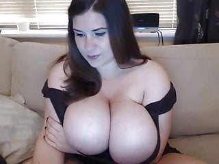 Huge tits and sex - This girl has huge tits