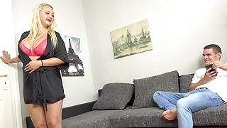 Fucking massive jugged whore gets rammed
