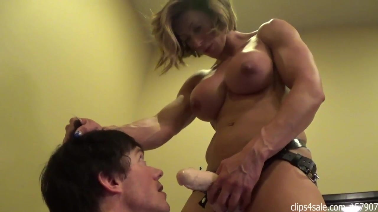 Blonde Female Body Builder Gets Down For Blowjob Porn Pics