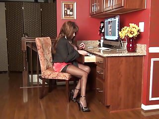 Free online video makes that makes you pee - Sexetary makes you work hard