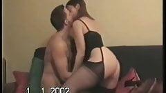Муженек позволяет другу трахаться с большой задницей жены