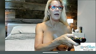 Granny mature fit delicious tits and close-up pussy