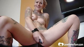 Tattooed blonde plays with her juicy cunt