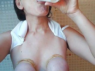 Meine perfekten Titten spielen