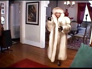 Sex in fur coat - Smoking in fur coat
