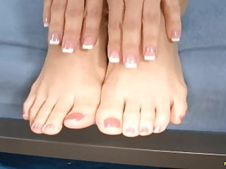 Porn star foot job - Big ass jenna haze do a foot job on the huge cock