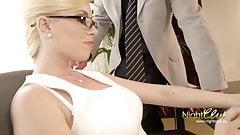 Der geilen Chef Sekretaerin auf die Brille gespritzt