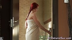Gorgeous babe fingers herself in the shower