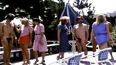 Mujer vestida hombre desnudo retro - los chicos se desnudan para un grupo de mujeres